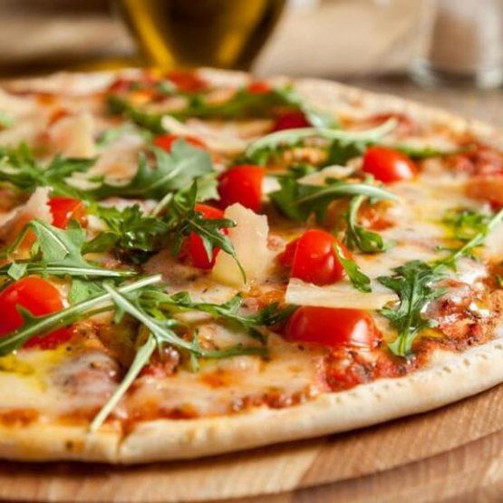 Receta El Huertico Pizza de Idiazábal, tomates y rúcula