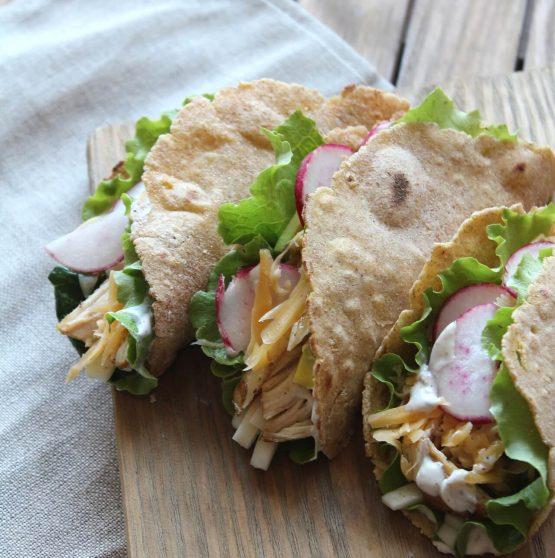 Receta El Huertico Tacos de pollo y lechuga con salsa de cebollino